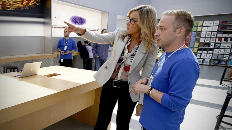 angela-ahrendts-apple-store-cover